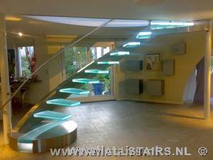 Designtrappen vindt u bij allstairs trappen benelux