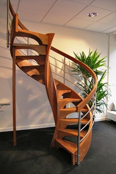 Houten design spiltrap met een luxe uitstraling allstairs - Moderne houten trap ...