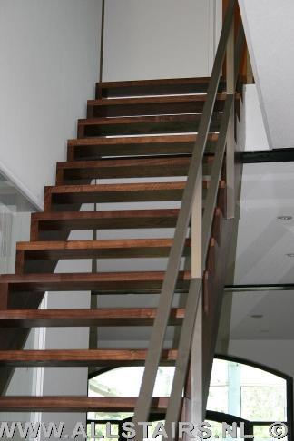 Steektrap in uw woning allstairs trappen - Moderne houten trap ...