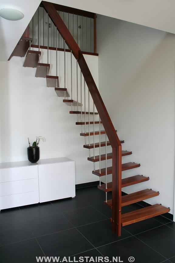 Semi zwevende trappen vind u bij allstairs de trappen specialist - Hoe een trap te kleden ...