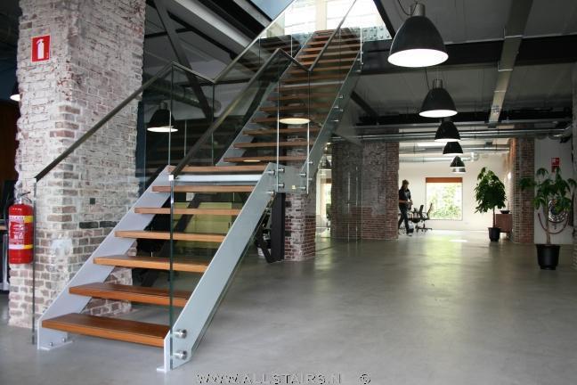 Stalen trappen van allstairs de trappen specialist van de benelux - Metalen trap design hout ...