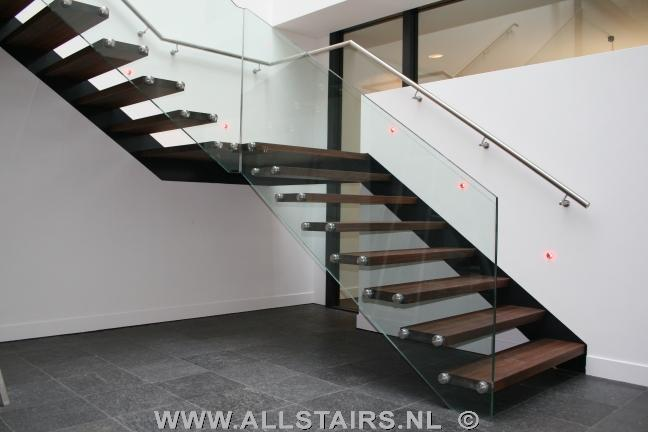 Zwevende trap beton top beautiful betonnen trap ter for Looplijn trap