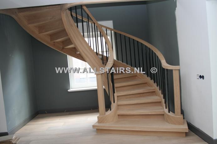 Klassieke handgemaakte wenteltrap h56 - Te vernieuwen zijn houten trap ...