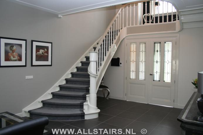 Uitsparende houten design trap allstairs trappen benelux for Trap hout wit