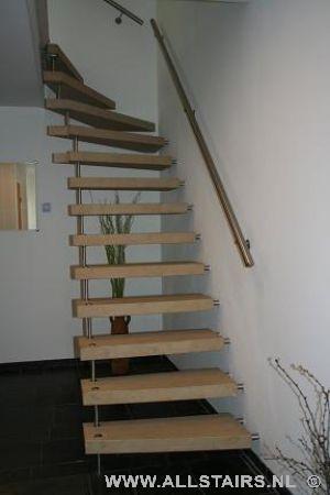 Natuursteen bovenkwartslagtrap - Moderne trapmodel ...